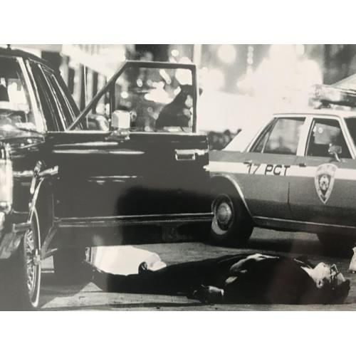 Mob Boss Paul Castellano 4 x 6 crime scene photograph from 1985